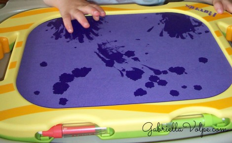 water fabric painting - drawing with the child with special needs